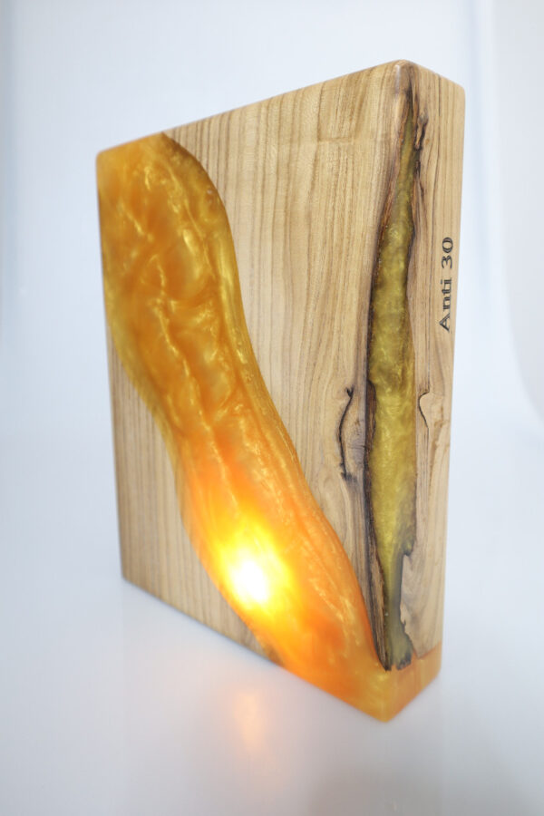 epoxi-műgyanta-lámpa-asztalilámpa-ajándék-drótfa-réz-acél-alumínium-horgany-106.1
